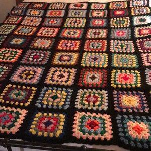 """80"""" x 60"""" VTG handmade crocheted throw blanket"""